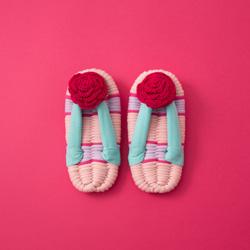 オーロラ姫/日本のおばあちゃんの知恵で編んだルームシューズ(子供用)